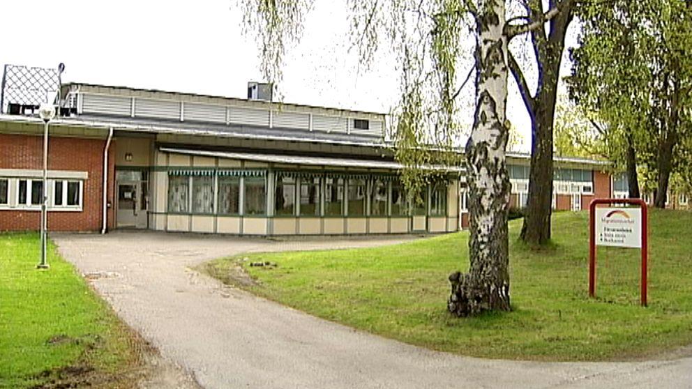 Gävle Detention Center, SVT: Migrationsverket anmäler två anställda i Gävle, https://www.svt.se/nyheter/lokalt/dalarna/migrationsverket-i-gavle-anmaler-tva-anstallda